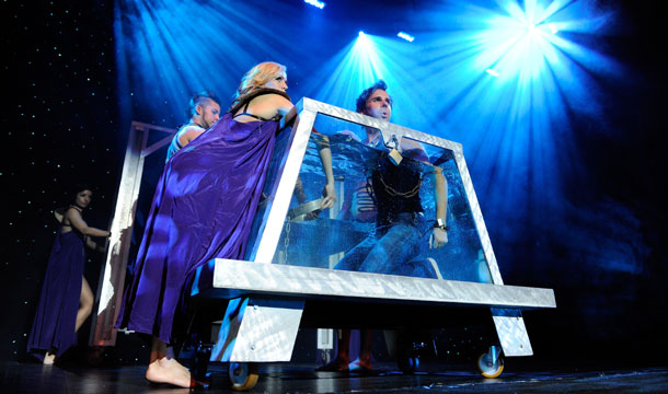 Water Tank Magic : It s national magic week and las vegas is the most