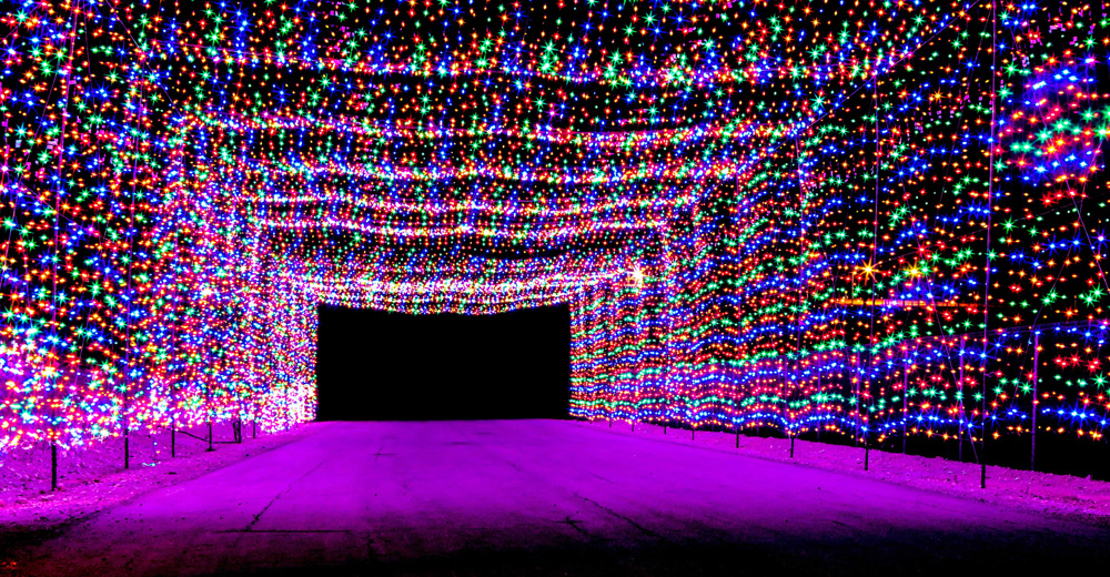 Las vegas lights up with whimsical holiday attractions for Glittering lights las vegas motor speedway