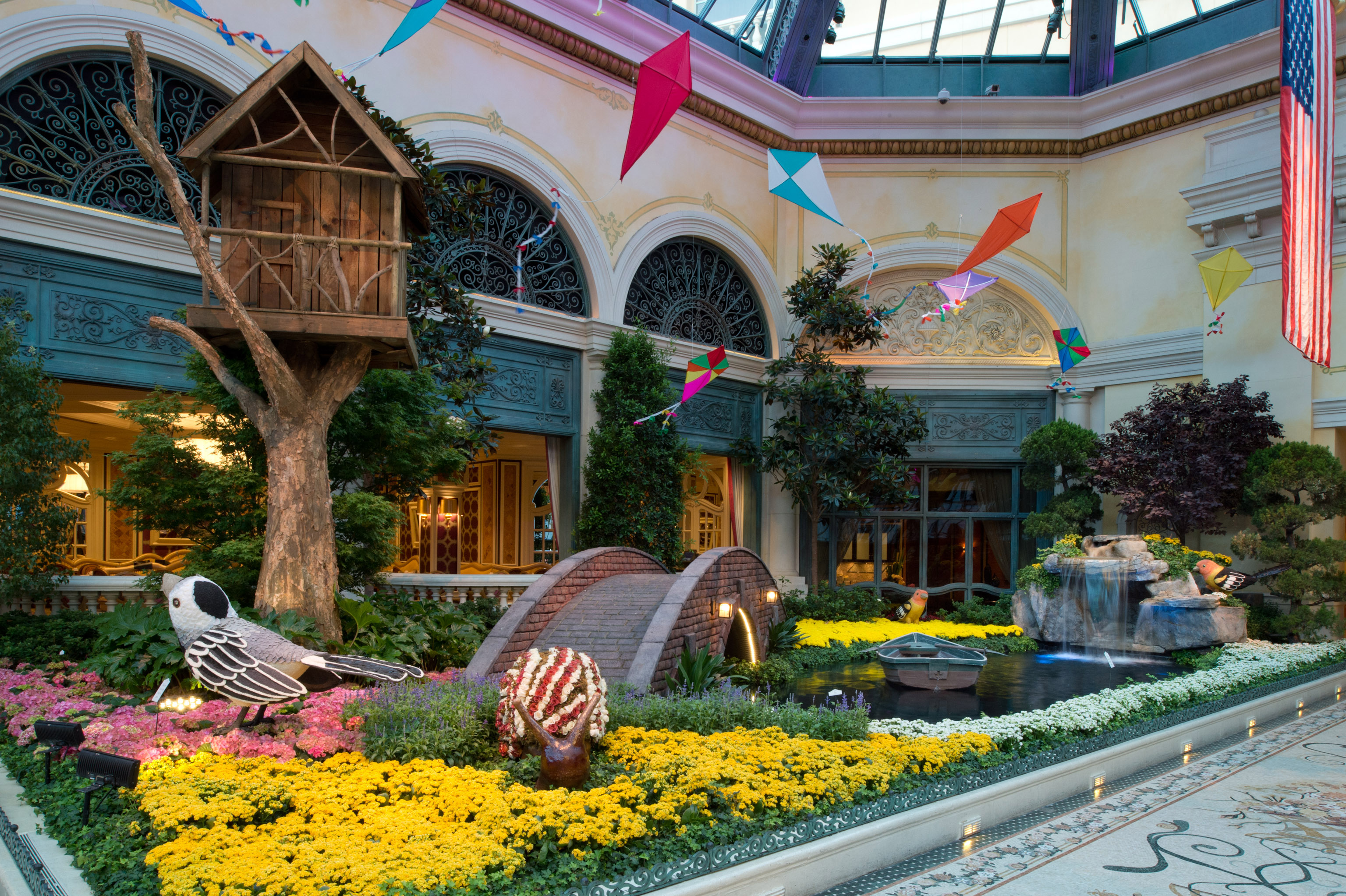 Bellagio Conservatory In Vegas Pays Colorful Homage To