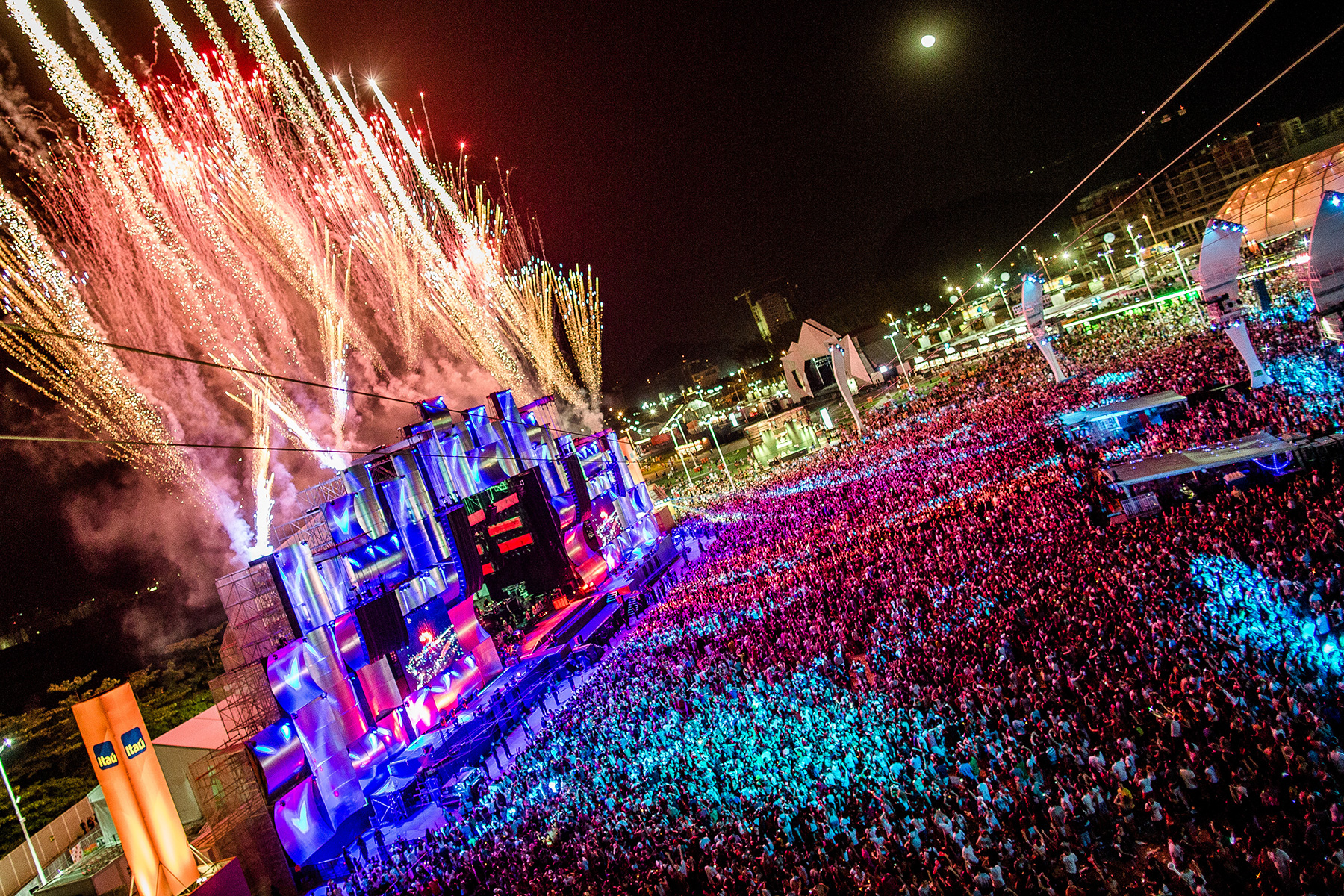 Rock in rio music festival sets sights on las vegas strip for Pool show usa