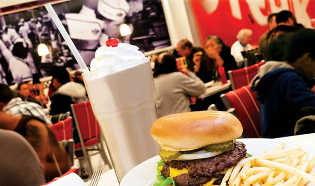 Ten places to find mouthwatering milkshakes in vegas las for Steak n shake dining room hours