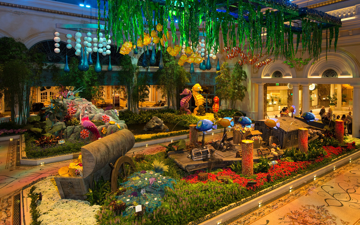 Bellagio conservatory brings underwater life to the strip for Fish store las vegas