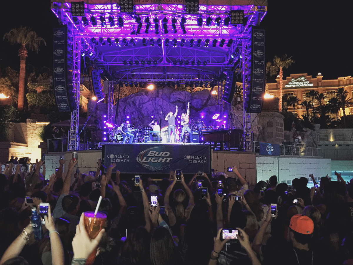 Lee Brice performing at the Mandalay Bay Beach Concert Series, photo courtesy of: Alonzo Wright