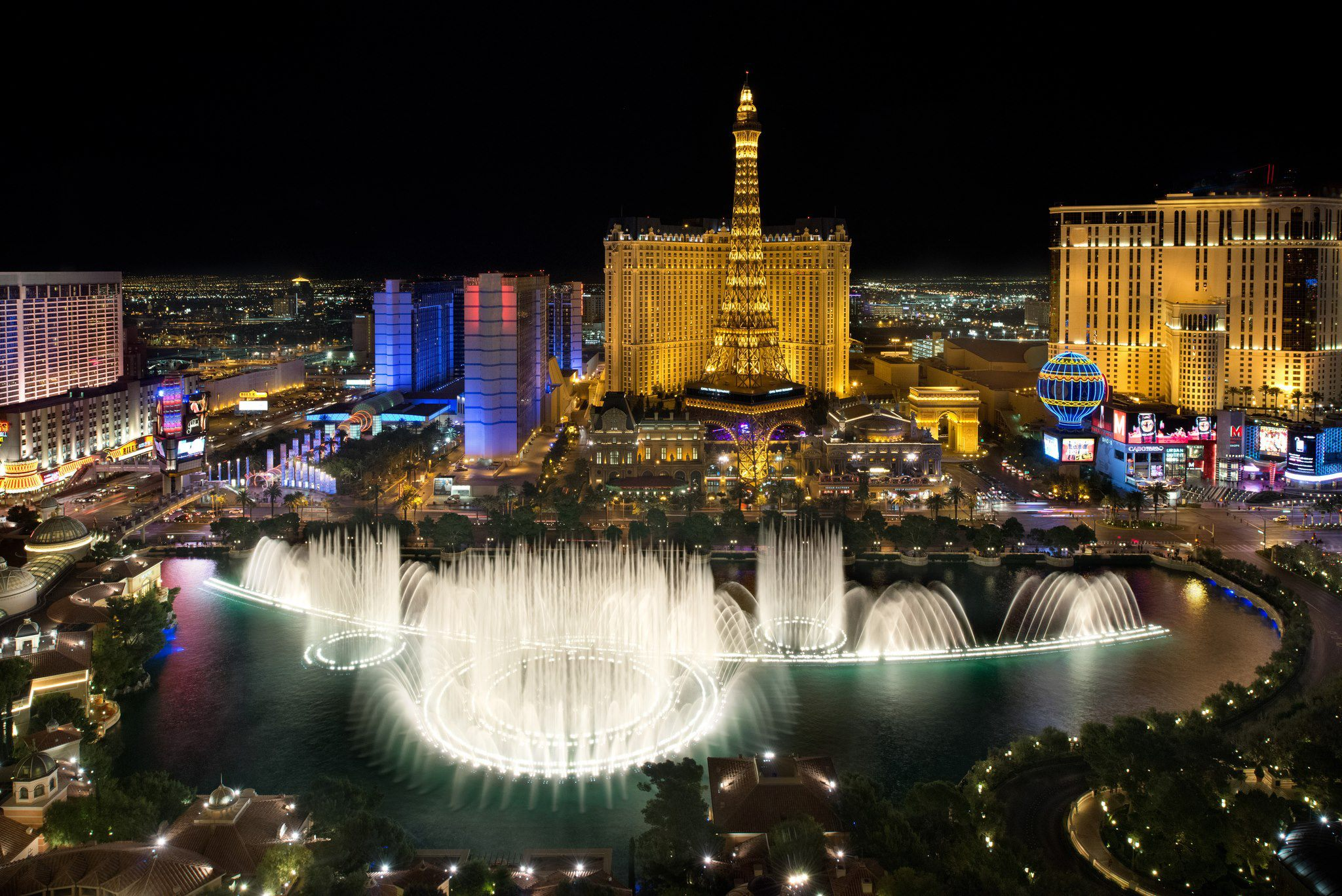 """O"" at Bellagio immerses audiences into a liquid dream world. Acrobats, synchronized swimmers, and aquatic characters fascinate in, on and above a million gallon pool! Rates start at $ before fees, taxes, and discount/5(11)."