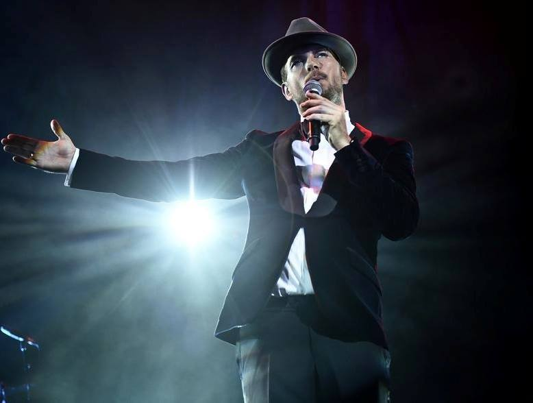 Matt Goss showing the lights how it's done. Photo courtesy of Matt Goss.
