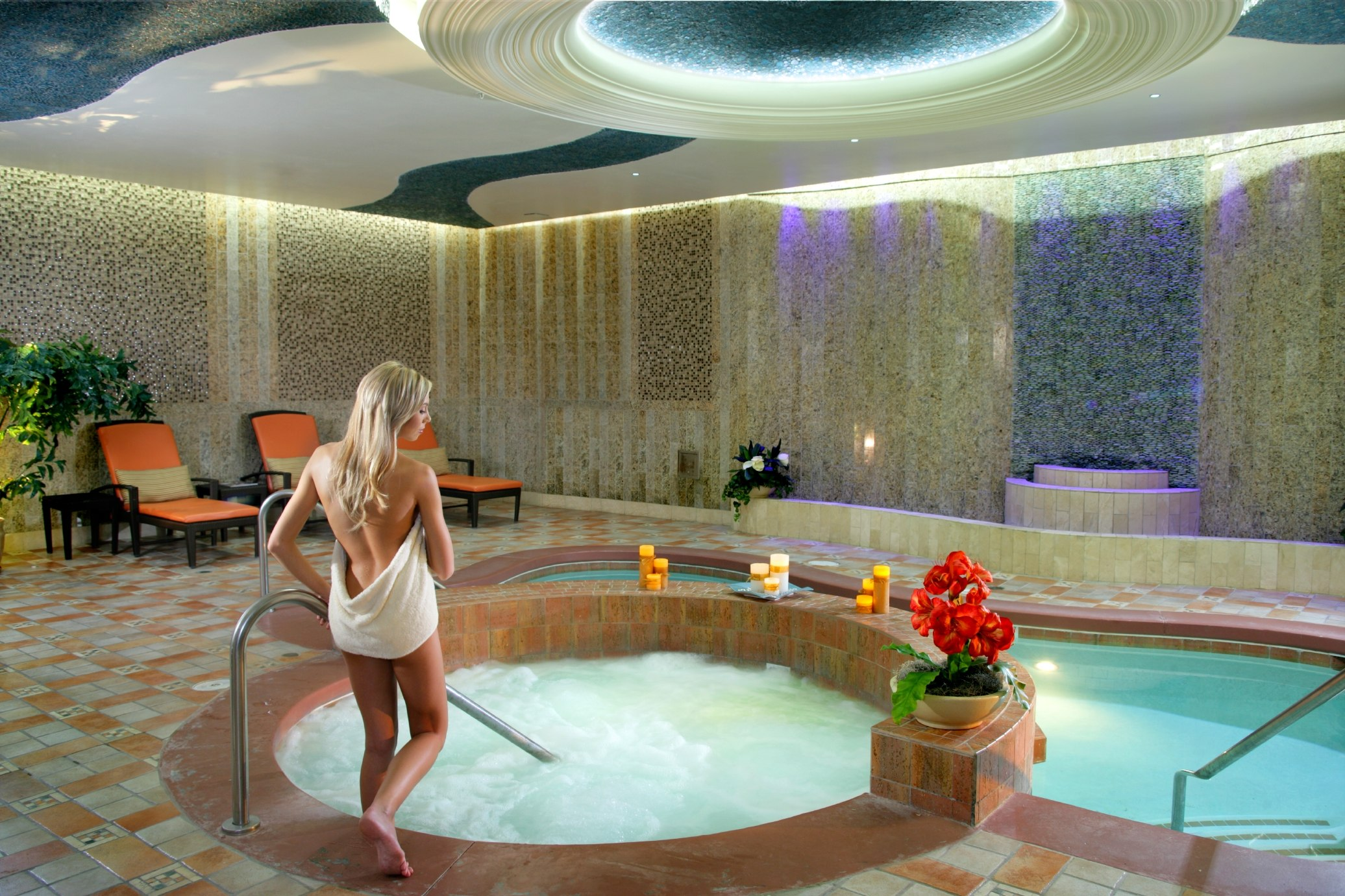 Bond with your boo the best vegas spas for valentine 39 s for Pool spa show vegas 2015