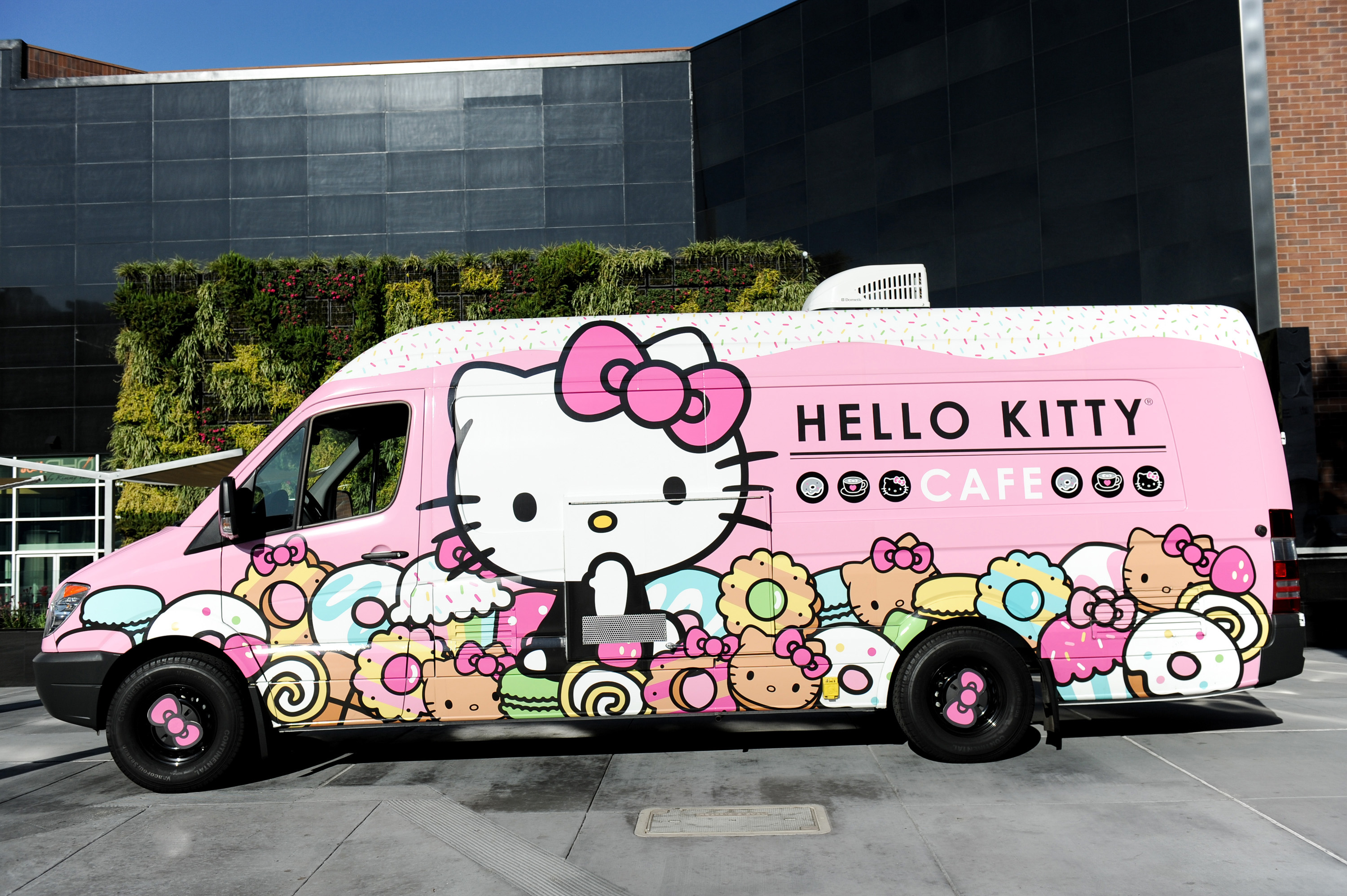 hello-kitty-exterior-sanrio
