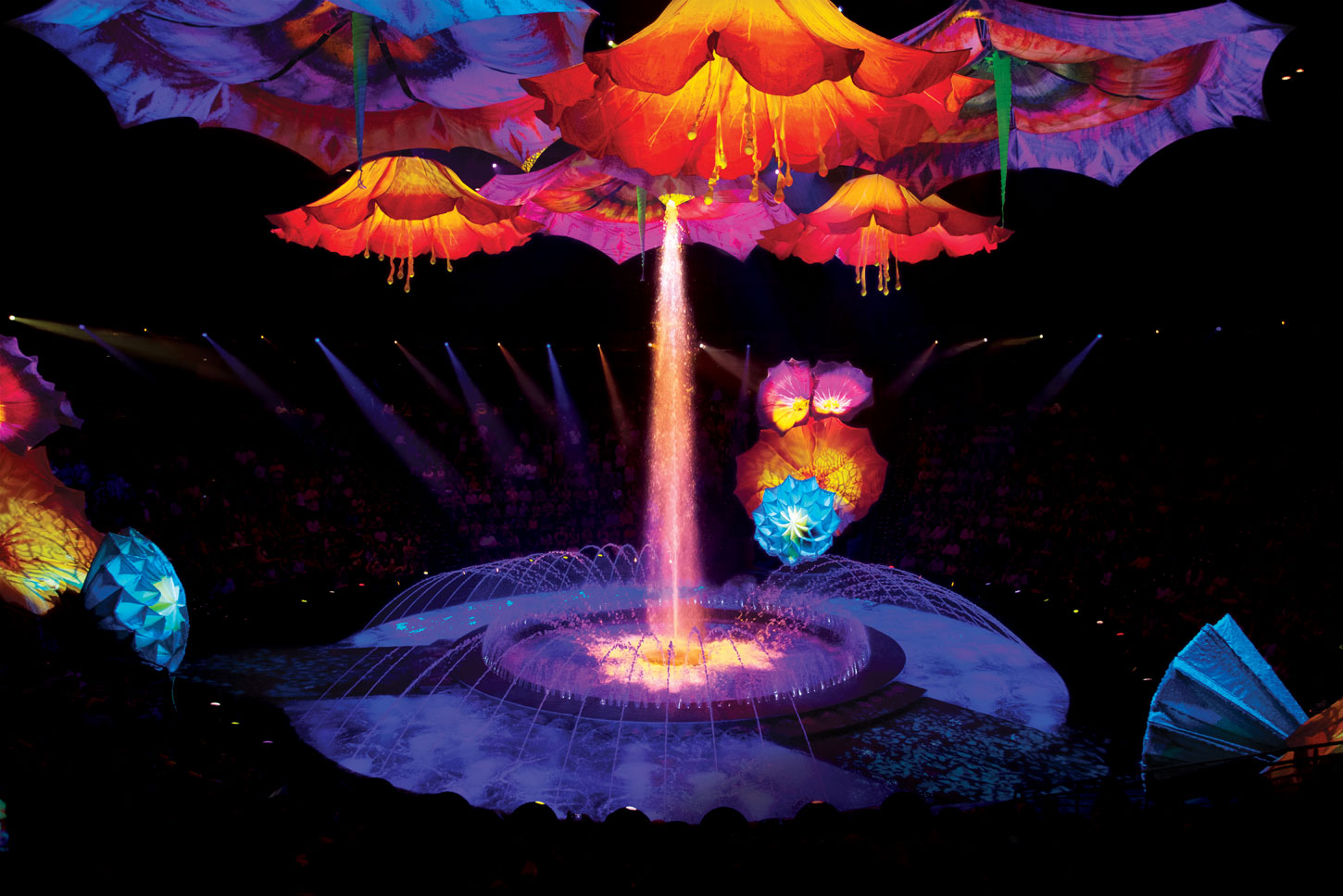 Le Rêve at Wynn features a unique water stage surrounded by seats on all sides. Photo courtesy of Wynn Las Vegas.