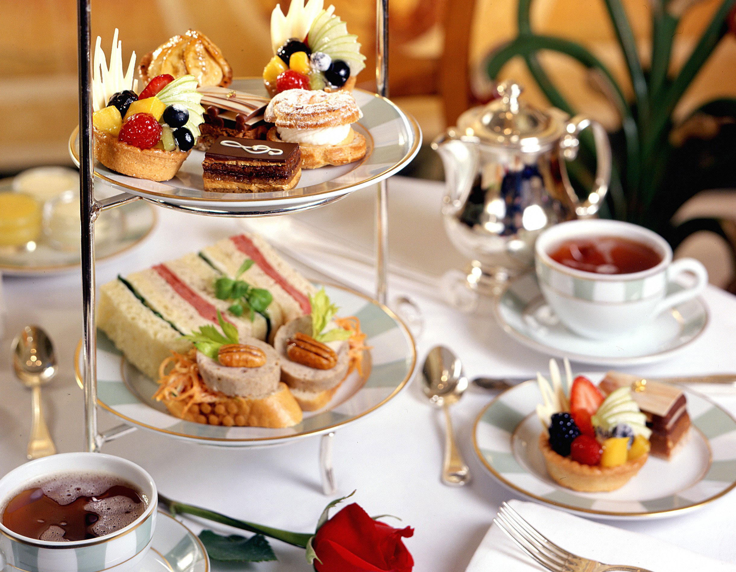 Afternoon tea at Petrossian Bar, photo courtesy of Bellagio.