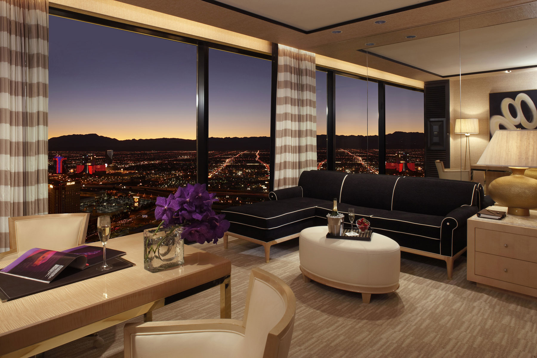 Las Vegas Hotels Suites 3 Bedroom The Best Vegas Rooms With A View Las Vegas Blogs
