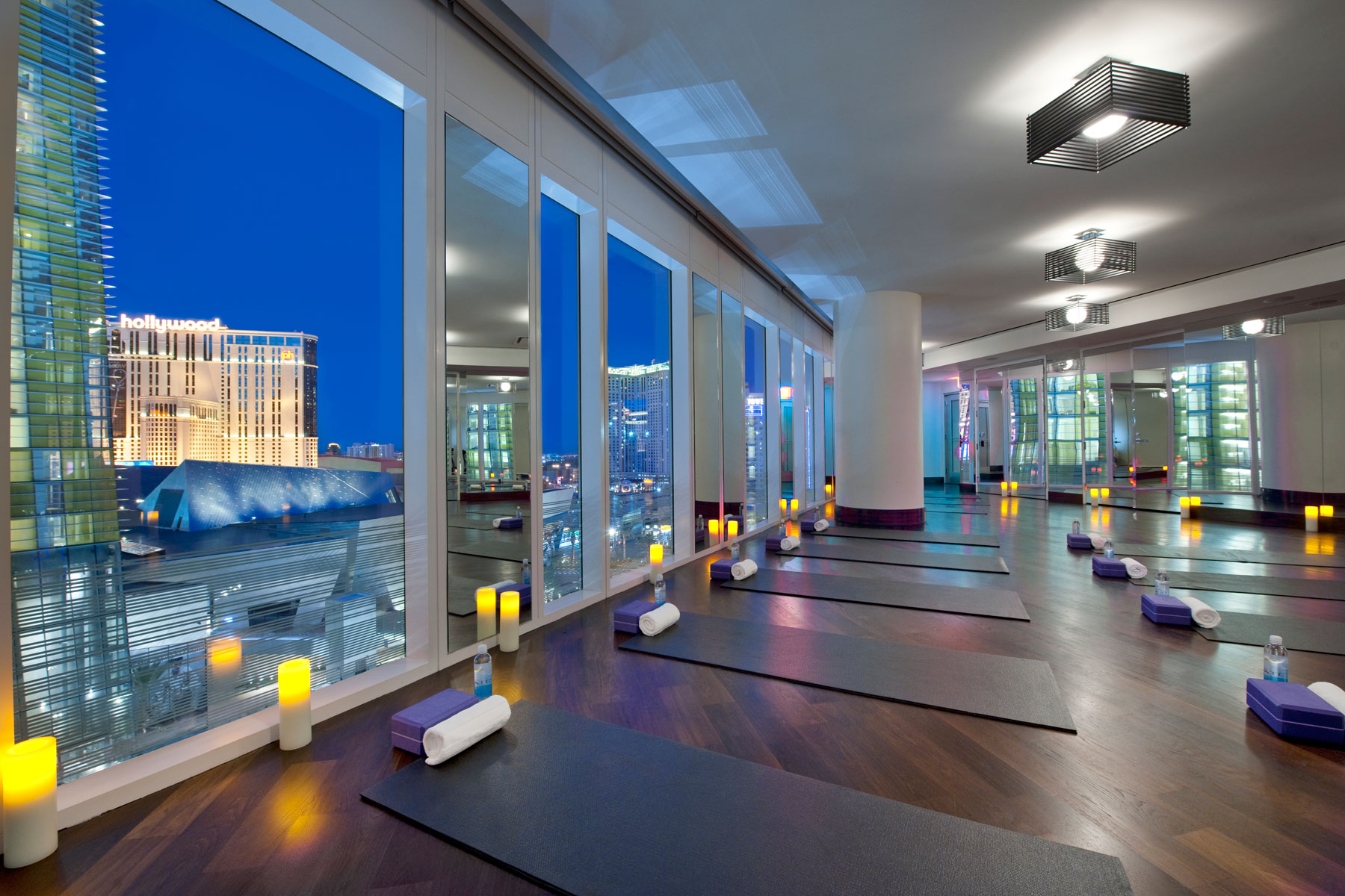 Mandarin oriental spa in las vegas offers sunshine yoga for Mundo fitness gym