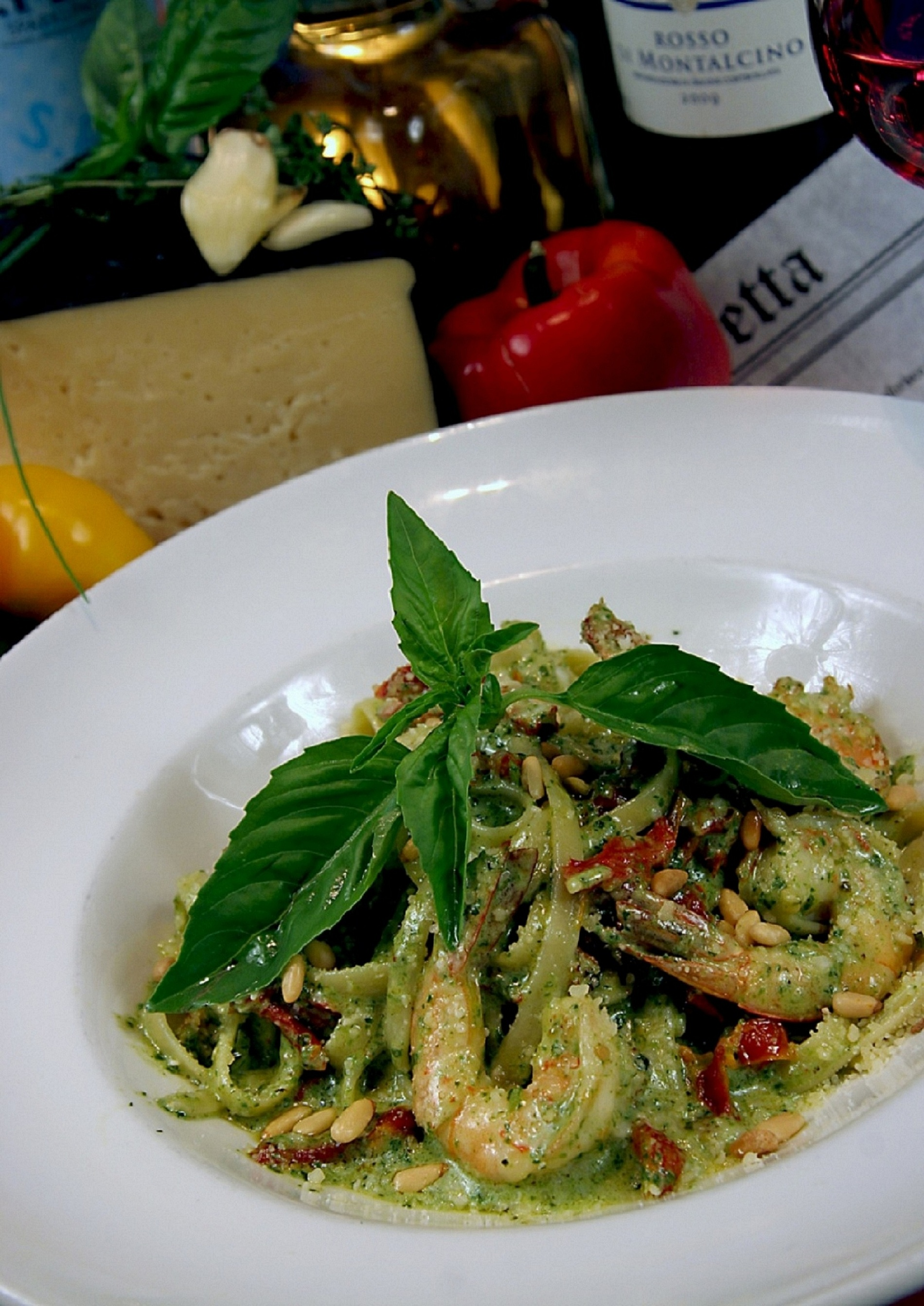 Fettuccine al pesto con gamberi, photo courtesy of TREVI.