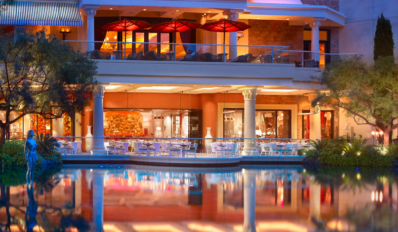 Enjoy lakeside seating at Lakeside restaurant, photo courtesy of Wynn.