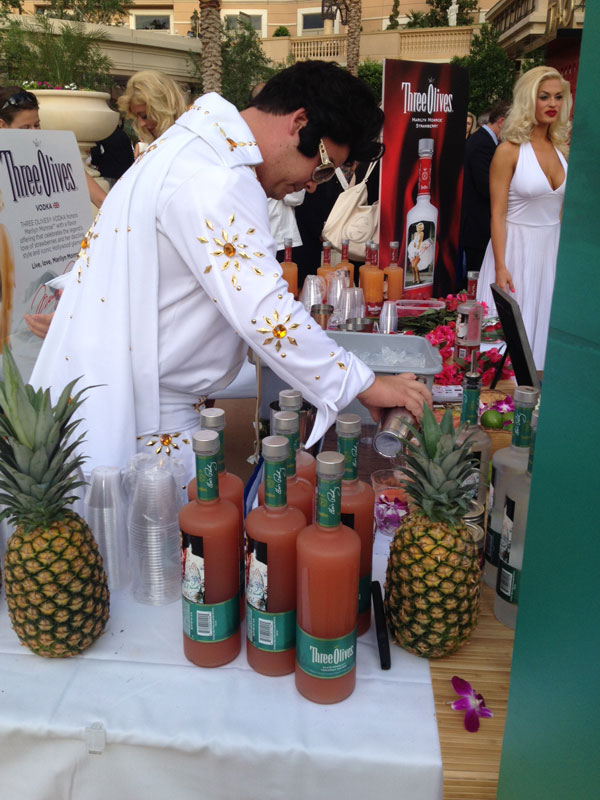 You never know who might be serving you drinks at the Epicurean Affair, photo by Kristine McKenzie.