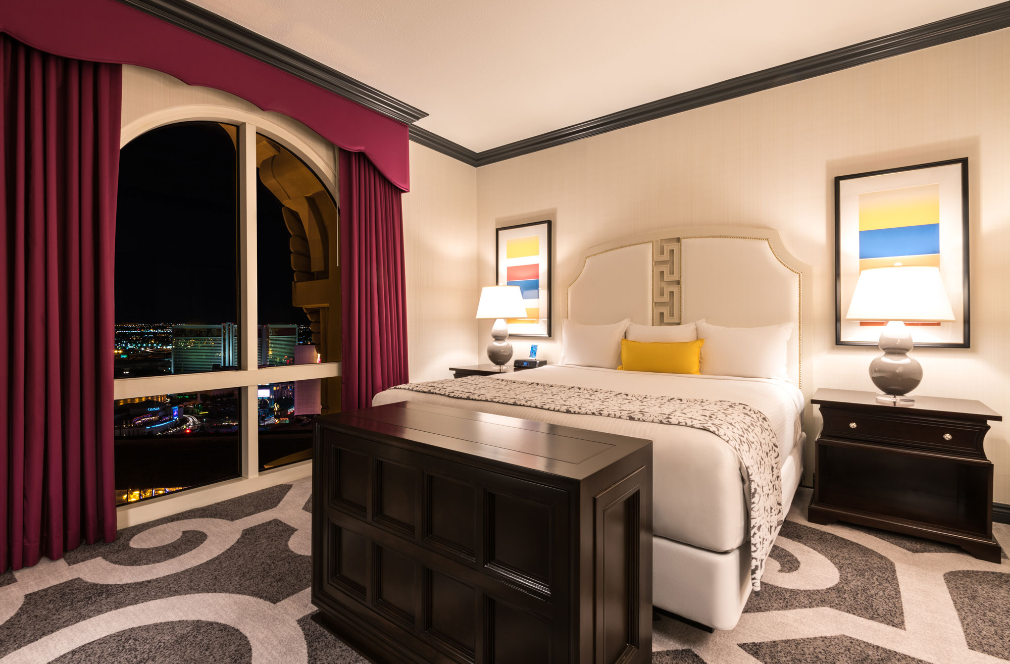 suites trump guest with area hotel accommodations vegas las in seating room rooms