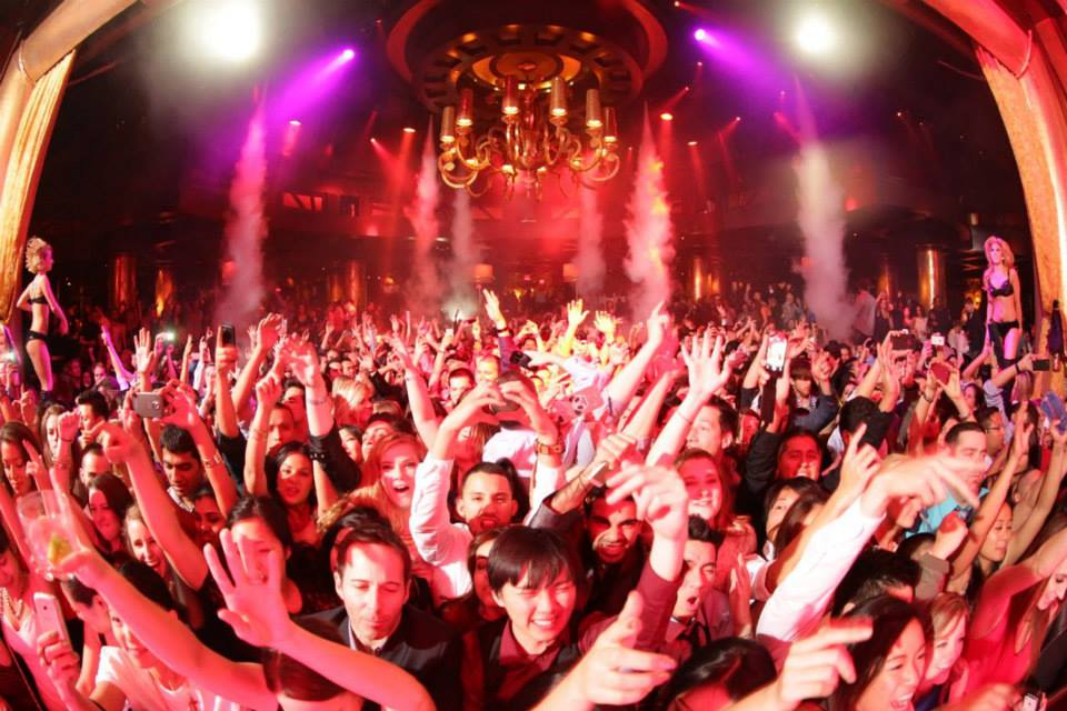 The crowd you wanna be a party of. Photo courtesy of XS Nightclub.