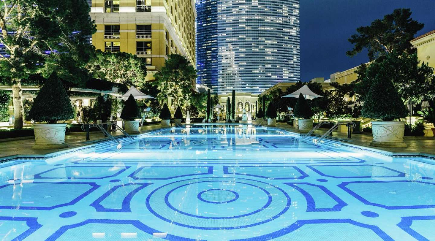 Summer summer summertime vegas pool amenities that 39 ll make you swoon las vegas blogs - Las vegas swimming pools ...